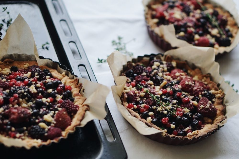 Crumble and forest fruit